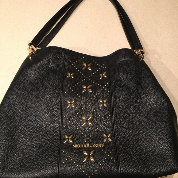 Michael Kors Handbags - MICHAEL KORS Leighton Black Pebble Leather Purse